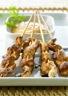 Brochettes de poulet au saté sauce aux cacahuètes