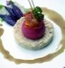 Haricots tarbais en purée accompagnés de magret séché et tomates rôties