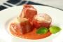 Mini-tournedos de cabillaud au jambon de Parme coulis de poivron rouge