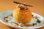 Pomme confite aux épices émulsion caramel streusel noisette et sauce caramel au beurre salé