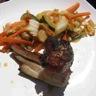Travers de porc laqué et ses légumes wok
