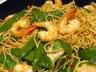 Wok de nouilles chinoises aux crevettes et poulet