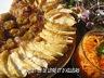 Pizza chutney, pommes, reine-claude au foie gras
