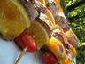 Brochettes de filet de canard, oranges et tomates cerises