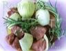 Brochettes de boeuf, chorizo et petits légumes marinés