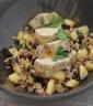 Filet mignon de porc au curry, riz sauté aux pommes et raisins secs