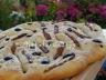 Fougasse aux olives noires, tomates séchées et origan