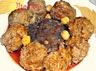 Mtewem marqua hamra ou boulettes de viande hachée à l'ail sauce rouge