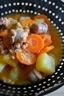 Ragoût de pommes de terre, carottes et saucisses