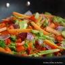 Riz sauté aux légumes croquants et colorés