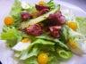 Salade tiède de foies de volaille, pomme de terre grenailles et asperges vertes