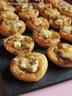Tartelettes aux oignons caramelises et chevre frais