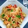 Curry de crevettes et nouilles sautées