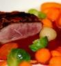 Plats de volailles: Filet de canette en croûte de pain d'épice légumes racines et jus réduit à la betterave...