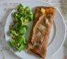 Galette de sarrasin garnie aux carottes, pomme de terre et  bleu de vache des alpes