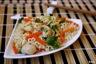 Nouilles sautées au poulet mariné, carottes et brocolis