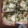 Pizza blanche aux poireaux et fromage de chèvre