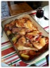 Poulet rôti sur pommes de terre et tomates