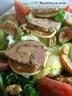 Salade aux pommes et au foie gras au chocolat