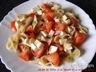 Salade de pâtes à la tomate et à la mozzarella