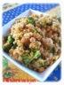 Salade de quinoa, poulet, pois chiches, brocoli & sauce au cari