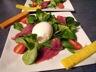 Salade magret séché, oeuf poché & mouillettes colorées