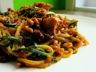 Spaghettis de courgette en sauce crémeuse aux tomates séchées et au poulet