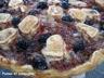 Tarte aux oignons, lardons, chèvre et olives noires