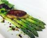 Asperges vertes et foie gras de canard poêlé huile de noix et vinaigre Balsamique
