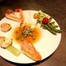 Assiette de la mer légumes croquants et gelée de crustacés