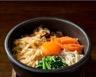 Bibimbap (assiette coréenne de riz légumes et viande marinée)