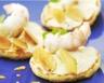 Blinis de langoustines fromage fouetté et croquant d'amandes