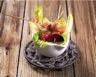 Brochettes de poulet à la mangue avec leur salade