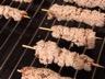 Brochettes de poulet apéritives sauce soja miel et sésame