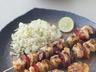 Brochettes de poulet au curry et aux trois délices
