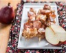 Brochettes de poulet aux poires sauce moutarde et miel