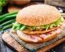Burger au bacon et galette de pommes de terre