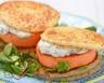 Burger au saumon aux galettes de pommes de terre
