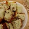 Cake au roquefort et aux noix aux parfums de miel et de romarin