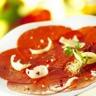 Carpaccio de boeuf aux fruits secs torréfiés et huile d'olive aux aromates salade de roquette vi...