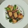 Carpaccio de canard mi-cuit chutney de prunes aux échalotes copeaux de foie gras