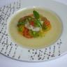 Carpaccio de tomates anciennes Saint-Jacques et pamplemousse sur une gelée de concombre à la va...