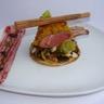 Carré d'agneau en croûte de pain d'épice sur une tartelette de légumes anciens façon mendiants ...
