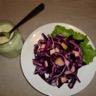 Chou rouge râpé à la pomme sauce yaourt aux herbes