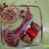 Côtelettes d'agneau et légumes grillés écrasée de pomme de terre et sa touche crumble