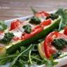Courgettes gratinées aux tomates et à la mozzarella pesto de roquette