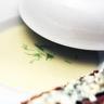 Crème froide de chicons et poire tartinette de Roquefort Papillon