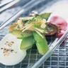 Crostinis d'asperges condiments de Chèvre frais et de betterave