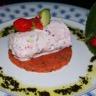 Cylindre de chèvre frais / tomates /courgettes et fraises sur lit de gelée de pesto tomates / fra...