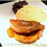 Escalope de foie gras et sa tuile sur lit de mirabelles compotée d'oignons